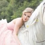 Καταρρίπτεται – Γάμος γυναίκας με άλογο στη Δανία.