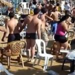 Άγριο «ξύλο» σε ελληνική παραλία (Βίντεο) – Καταρρίπτεται