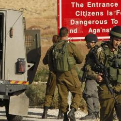 إسرائيل ترسل قوات إضافية للضفة وتحاصر بلدة مهاجمي تل أبيب