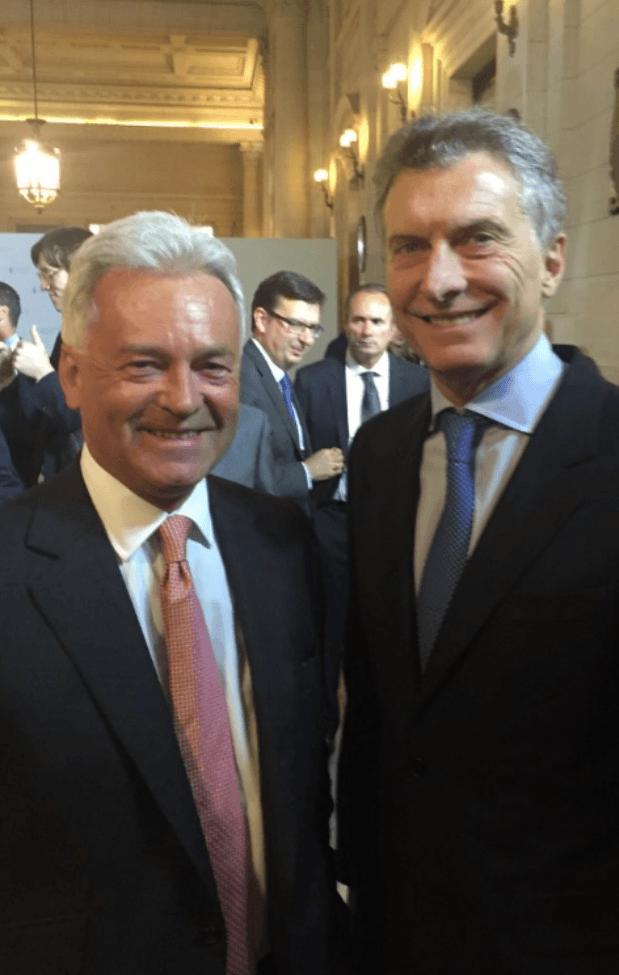 El presidente Macri junto a Duncan, enviado por la Corona para firmar la declaración conjunta