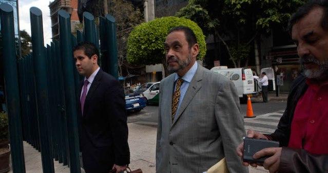 MEXICO, D.F. 11DICIEMBRE2012.-  Diego Hernan Arevalo Perez, abogado representante legal del ex gobernador de Tamaulipas, Tomas Yarrington, presuntamente indiciado por peculado, presento una denuncia contra la ex procuradora general de la Republica, Marisela Morales. FOTO: JUAN PABLO ZAMORA /CUARTOSCURO.COM