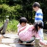 Fotos del Museo Ghibli de Mitaka, Oriol jugando con niñas