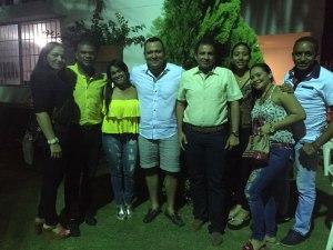 El cumplimentado en compañía de Aleen Galindo, Yanelis González, Eduard Sánchez y otros allegados.