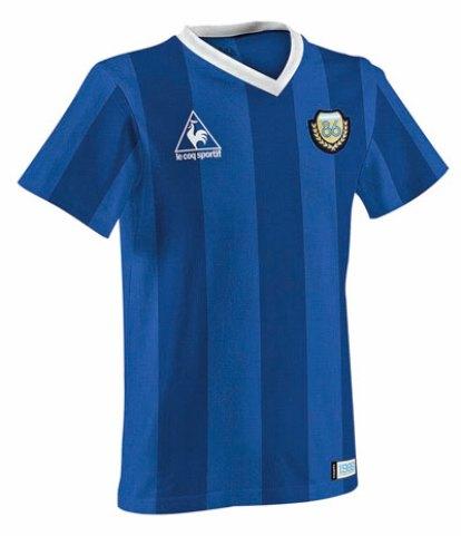 LECOQ86 le rinde tributo a la camiseta que acompañó la última conquista de la Selección argentina en una Copa del Mundo. Su valor va desde los $799.