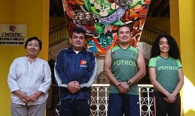 Silvia Granillo directora COMUDE, con los ganadores del PMD, Alberto Aguilar Hernández  Joel Sánchez Martínez,  y Erili Teresa Murrieta Muñiz.