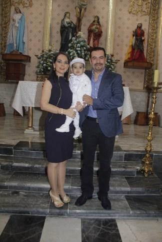 María del Pilar Paz Villafuerte con Raúl Olmos Gómez, bautizaron a Juan Raúl.