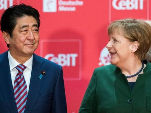 Shinzo-Angela-Merkel-Welcome-Hannover   _MILIMA20170319_0304_11