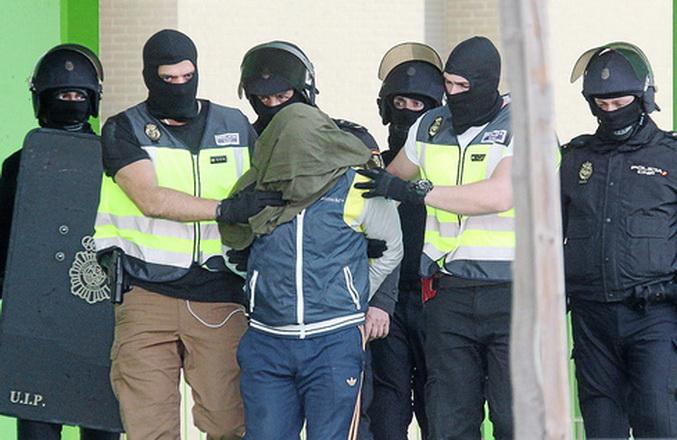 Detienen en España a un hombre considerado pieza esencial del Estado Islámico