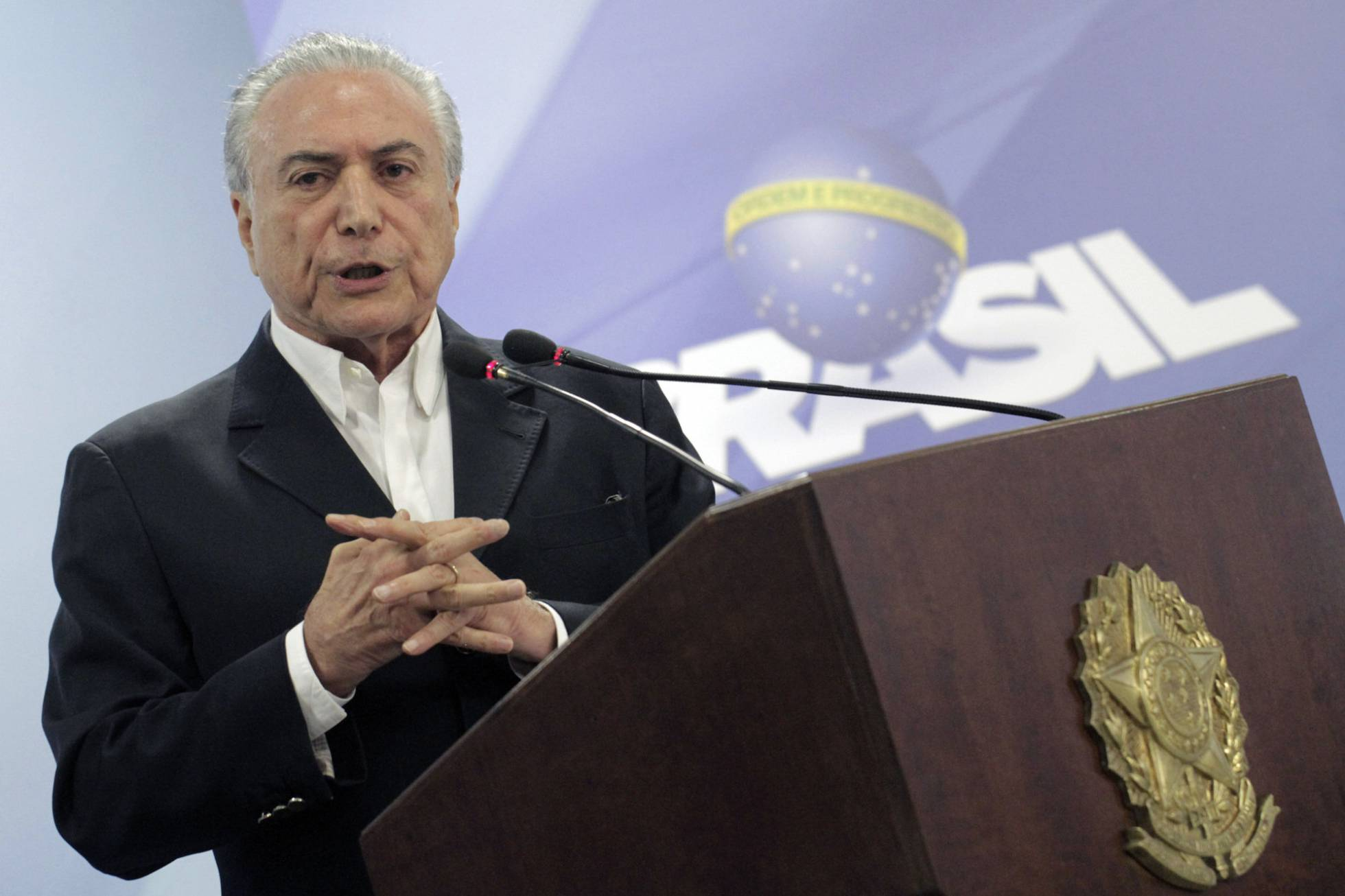 Piden 'impeachment' contra Michel Temer
