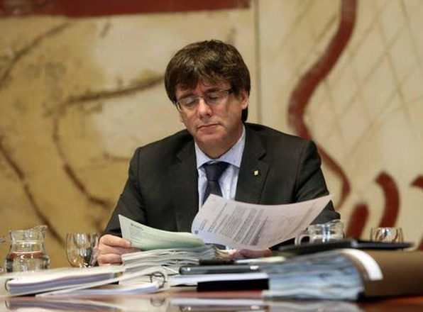 Cataluña atrasa decisión de tramitar referéndum