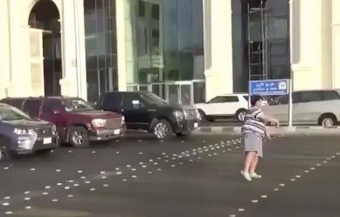 Adolescente es arrestado por bailar La Macarena — Arabia Saudita