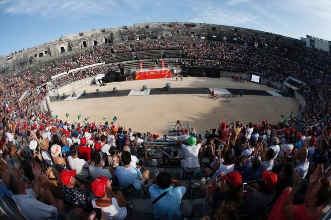 -FOTODELDIA- GRA259. NIMES (FRANCIA), 19/08/2017.- El equipo kazajo Astana durante la contrarreloj por equipos disputada hoy, con salida y llegada a la localidad francesa de Nimes, correspondiente a la primera etapa de la 72ª edición Vuelta a España. EFE/Javier Lizón.