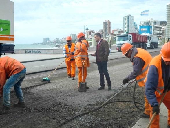 Obra de asfalto en sector costero