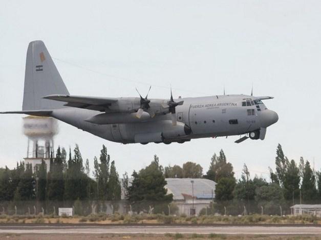 19-11 El avión Hércules TC-69 de la Fuerza Aérea parte de la base aérea Almirante Zar, en Trelew, como parte del operativo de búsqueda del submarino ARA San Juan. Foto: Andrés D'Elia