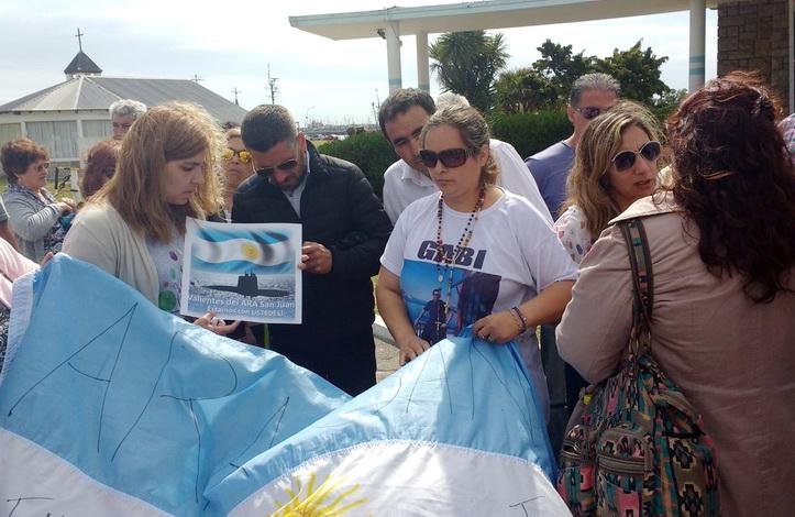 ARA: Macri suspendió el homenaje a los tripulantes por tensión con familiares