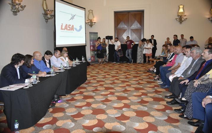 El ministro Santos presenta una nueva línea aérea