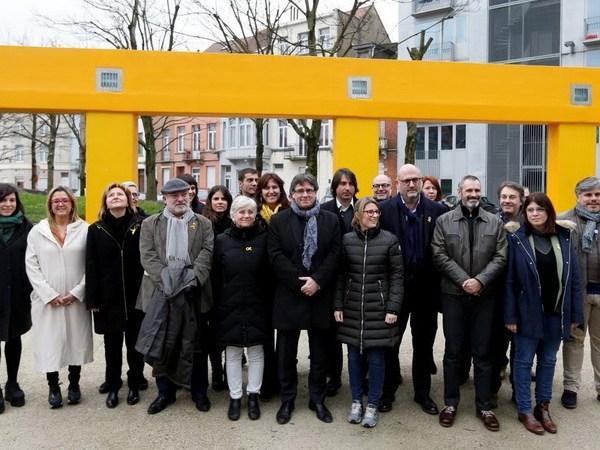 Former Catalan leader Carles Puigdemont poses with members of his party 'Junts per Catalunya' parliament group in Brussels, Belgium January 12, 2018. REUTERS/Francois Lenoir