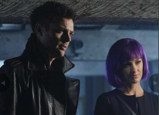 Almost Human 1x11 Disrupt - John y Valerie