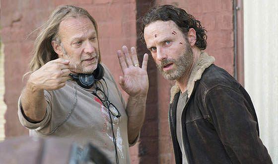 Greg Nicotero, diseñador de maquillaje y efectos especiales de The Walking Dead, habla sobre la quinta temporada - Greg con el actor Andrew Lincoln