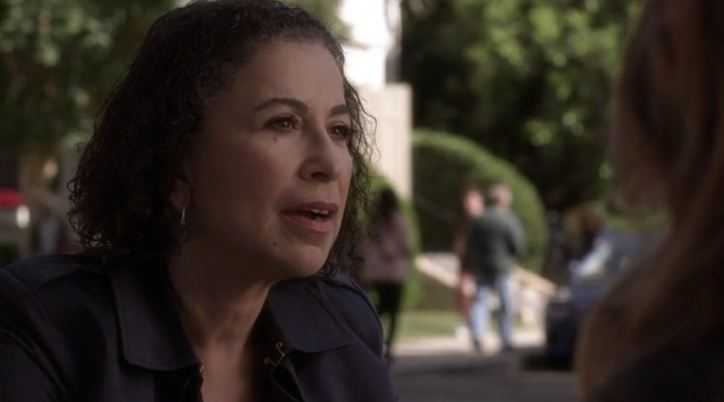 Pretty Little Liars 5x11 La detective Tanner se acerca cada vez más a las chicas, ahora incluso en el caso de Bethany Young.
