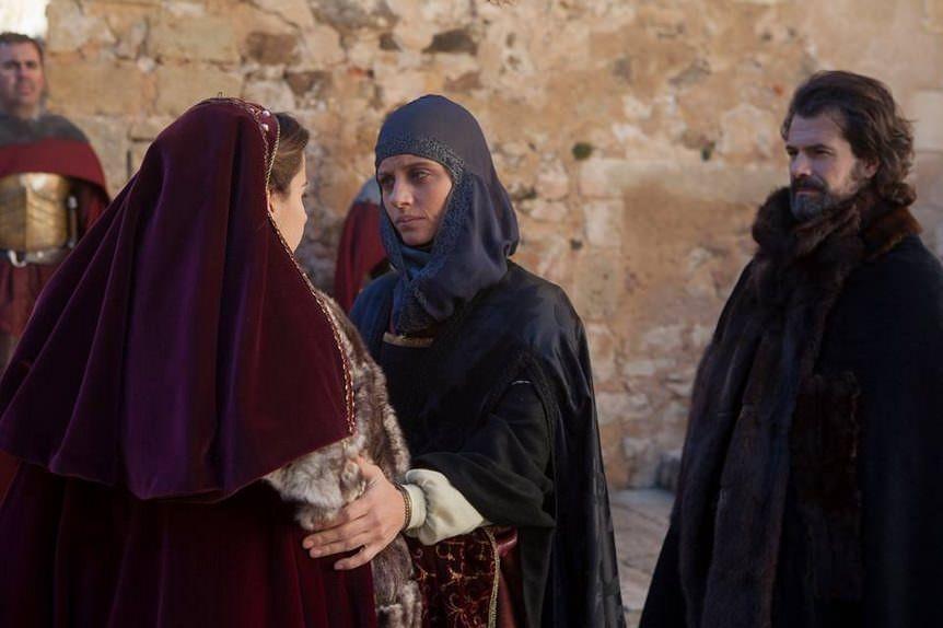 Isabel 3x11 - Fernando e isabel despidiéndose de Juana que vuelve a Flandes