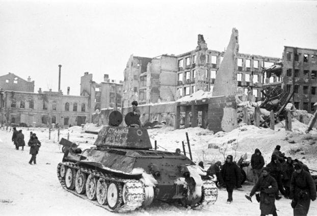 http://i0.wp.com/elsoldelaflorida.com/wp-content/uploads/2013/01/batalla-de-Stalingrado.jpg?resize=622%2C424