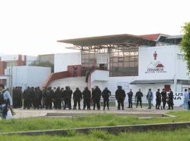 Movilización policiaca, rumores, incertidumbre, desesperación y llanto; así fue la tarde del viernes en la penal de Ciudad Guzmán