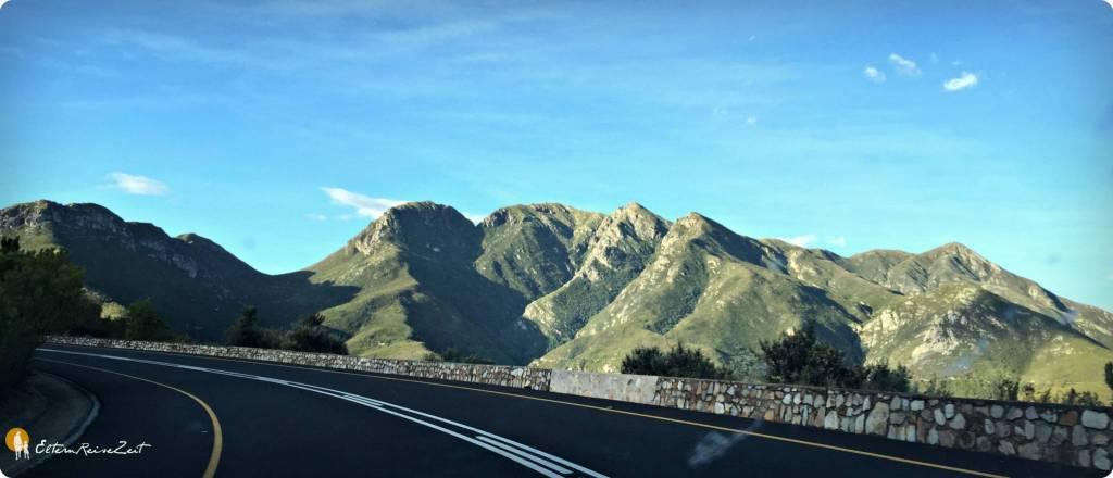 POST-Kapstadt-Garden-Route-Addo-mit-Kind-2_2552-strasse-berge
