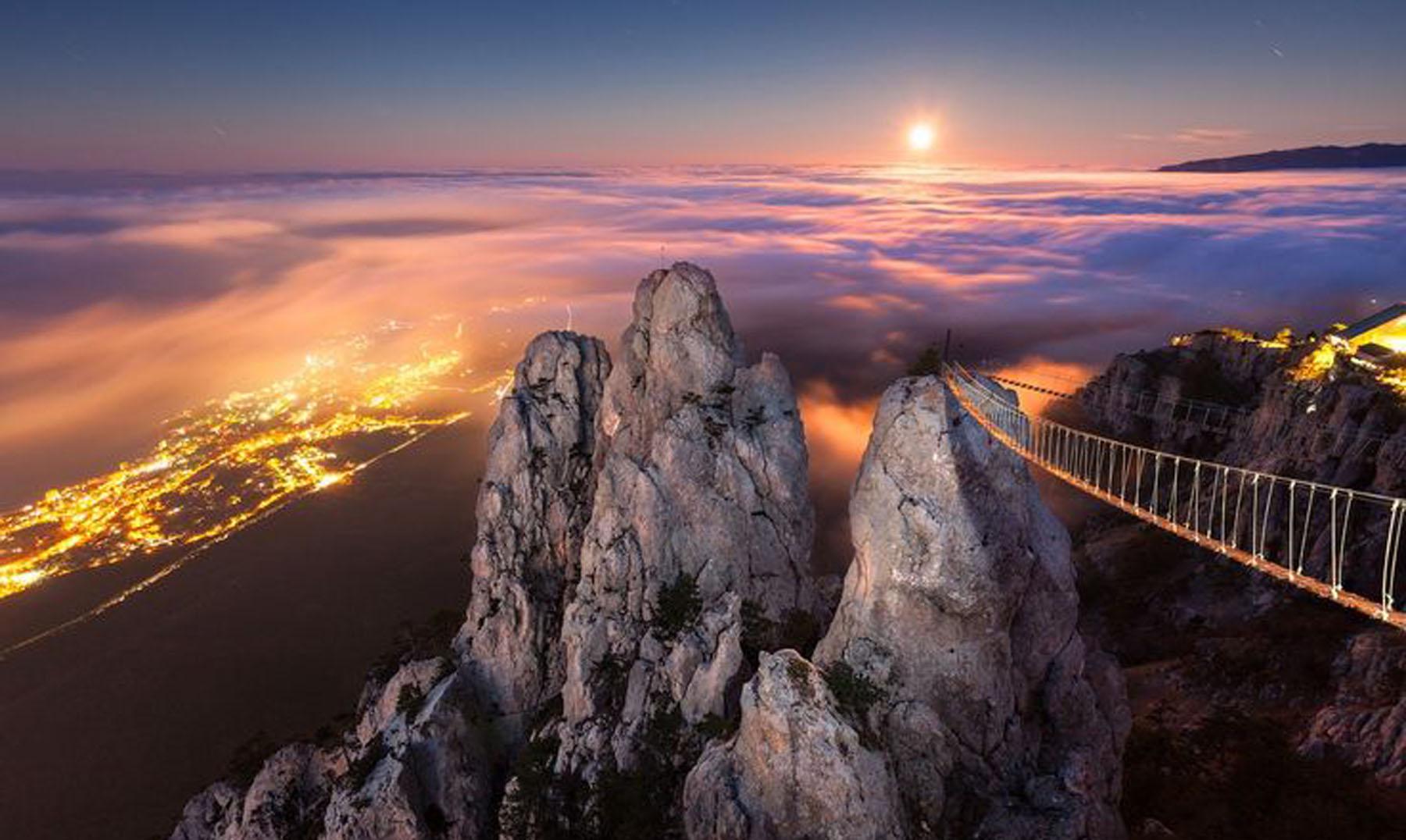 Fall Mountaons In The Sun Wallpaper El Puente Suspendido De Ai Petri Ucrania El Viajero Feliz