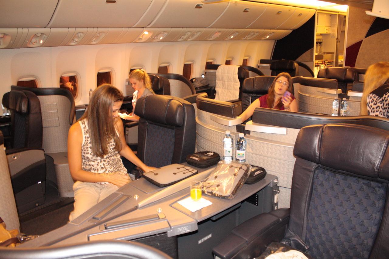 primeira classe tem espaço para 16 pessoas mas no nosso voo so  #B1641A 1280x853 Banheiro Avião Tam