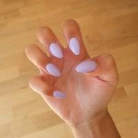 Nail claws! An innocent colour in a fierce shape ...