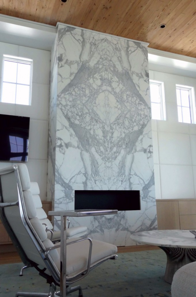 D2coration Calacatta Gold Marble Fireplace – Emerald Coast Fabrication