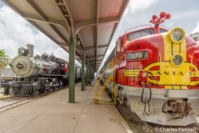 1953 Santa Fe Super Chief Warbonnet locomotive