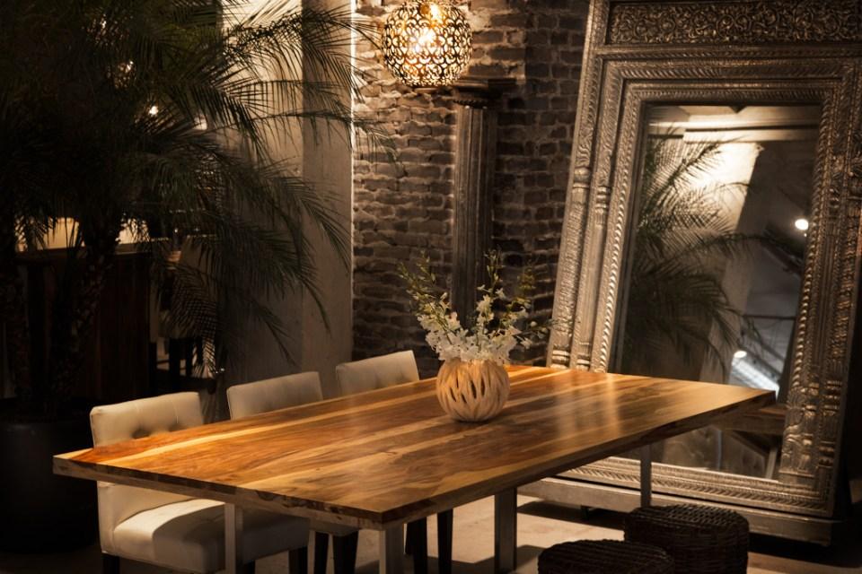 Artemano Decor Dining Table
