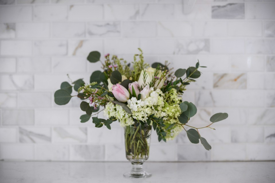 How to make a small flower arrangement