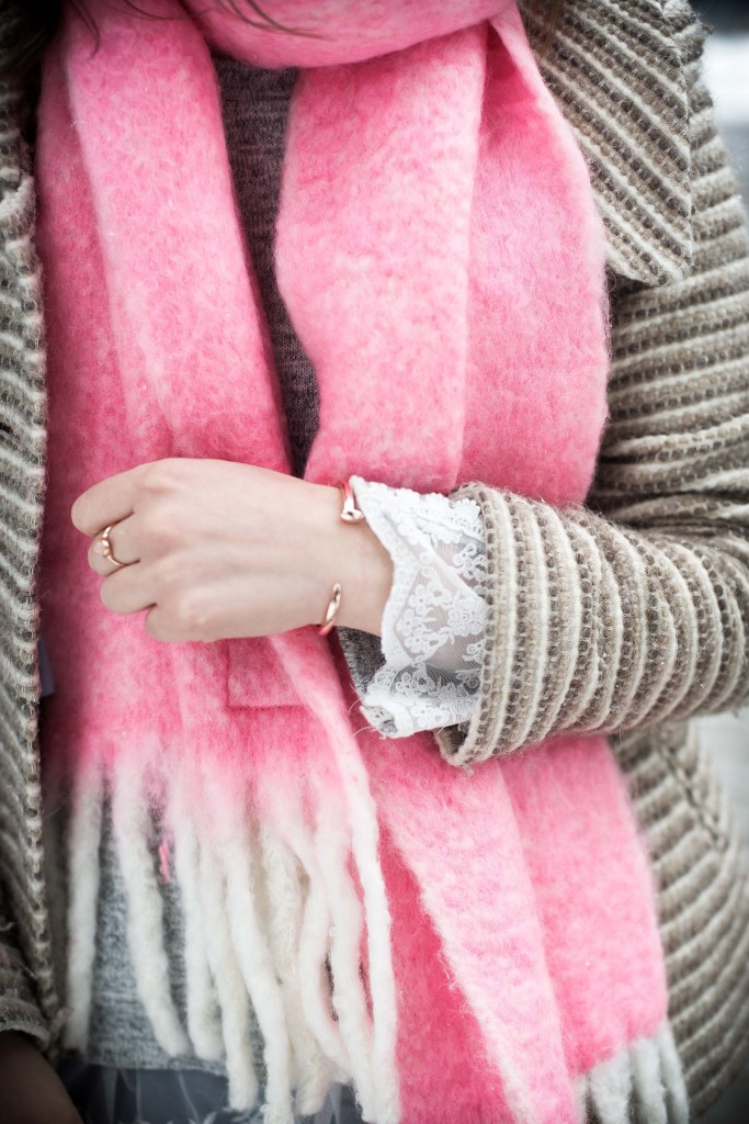 Feminine details for a winter outfit