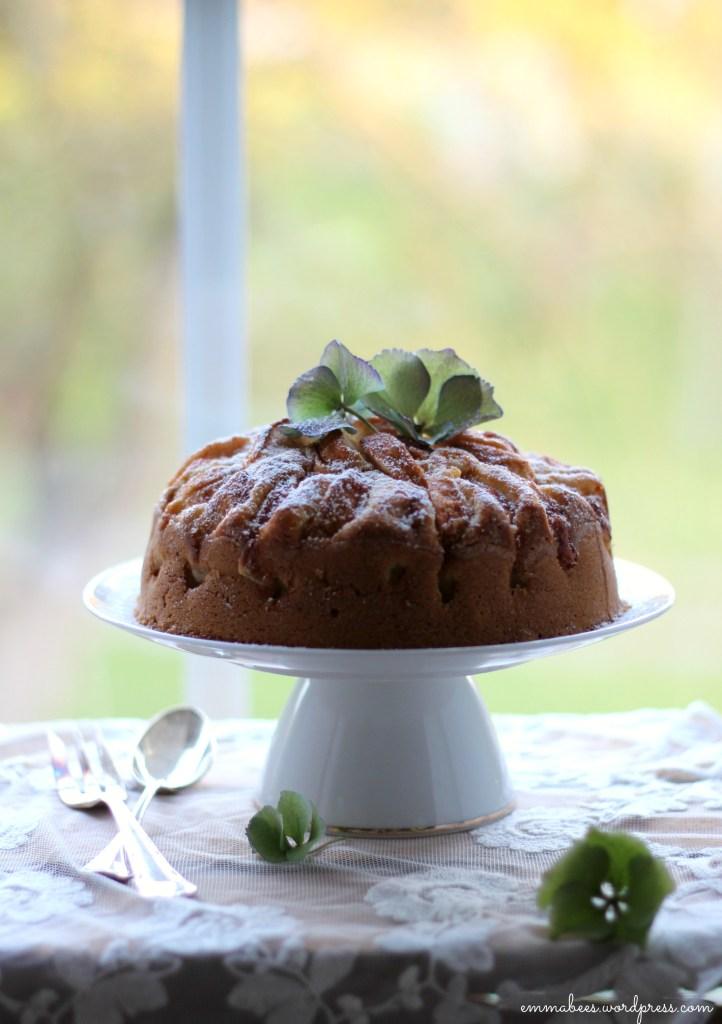 Ab ins Wochenende! Und dieser kleine, feine Kuchen ist wie gemacht dafür…