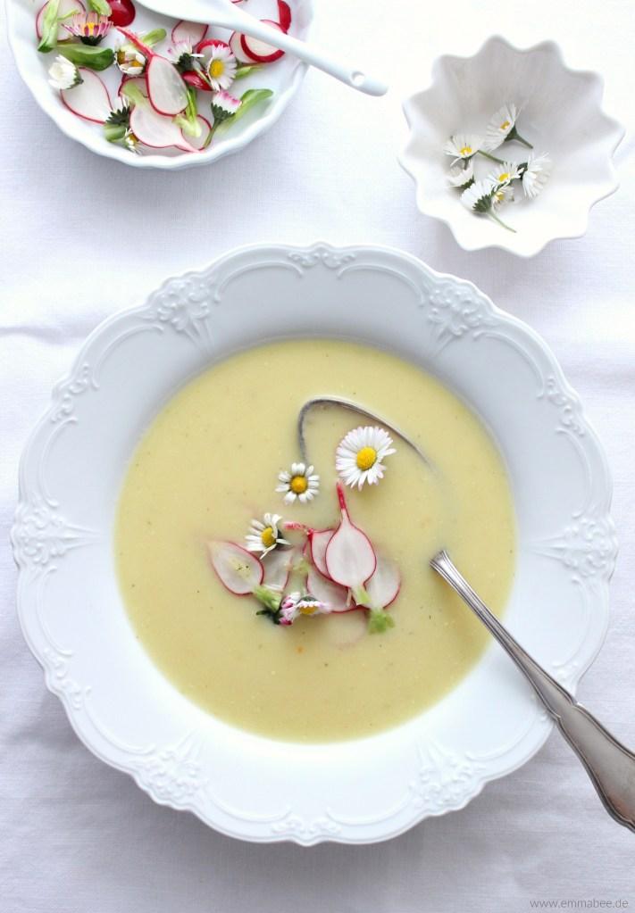 {Rezept} Frühlingshafte Kartoffelsuppe mit Radieschen und Blümchen…