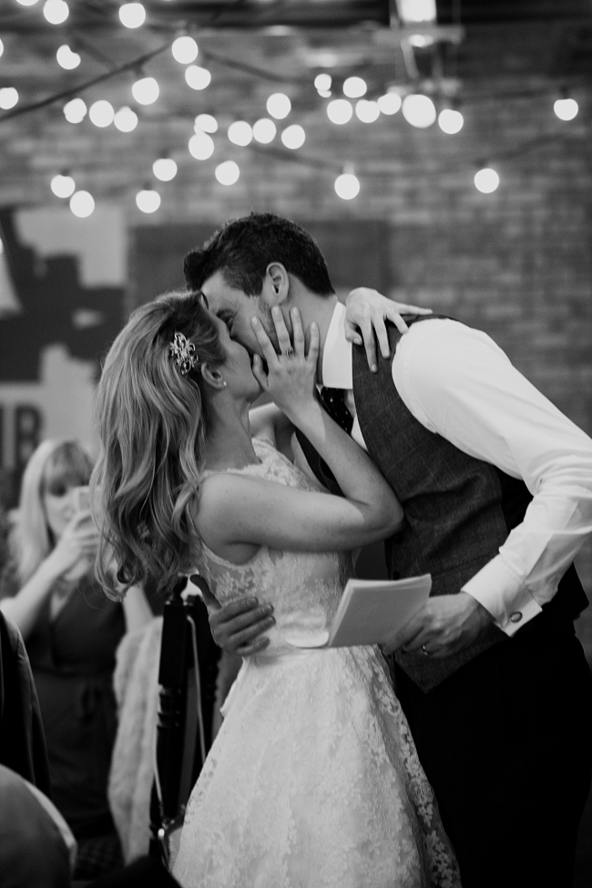portico_library_wedding_manchester_0001 PORTICO LIBRARY WEDDING PHOTOGRAPHY IN MANCHESTER