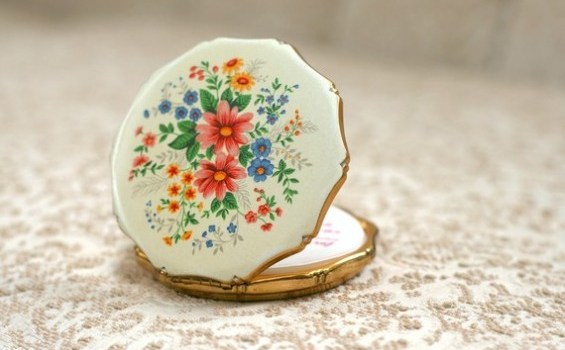 vintage compact for bridesmaids