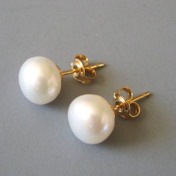 pearl stud earrings by LoveHonorUpcycle