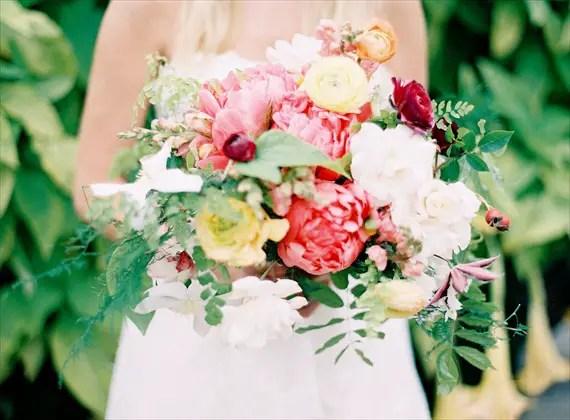 wedding bouquet ideas - large oversized wedding bouquet