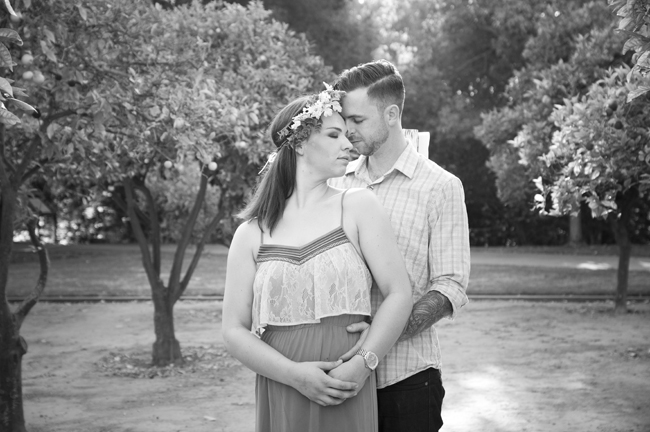 he holds her at their engagement session