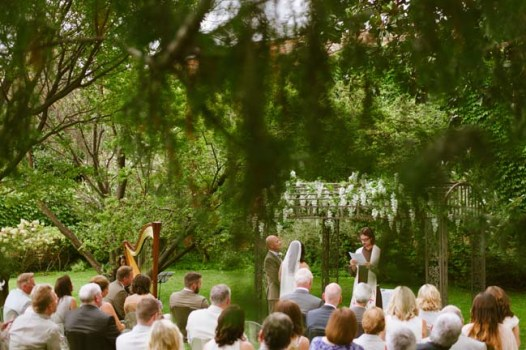 outdoor ceremony in italy | photo: adrian wood | real wedding in italy