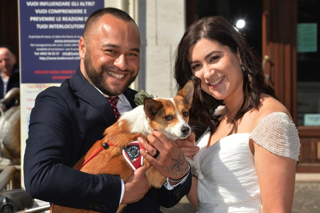bride and groom with dog | Planner: Venice Events | via http://emmalinebride.com/real-weddings/spring-wedding-in-italy-andre-shona/