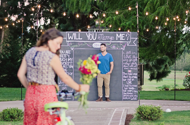 will you marry me chalk board sign with couple| Photo: White Ivory Photography | via http://emmalinebride.com/real-weddings/hipster-engagement-session-what-does-one-look-like/