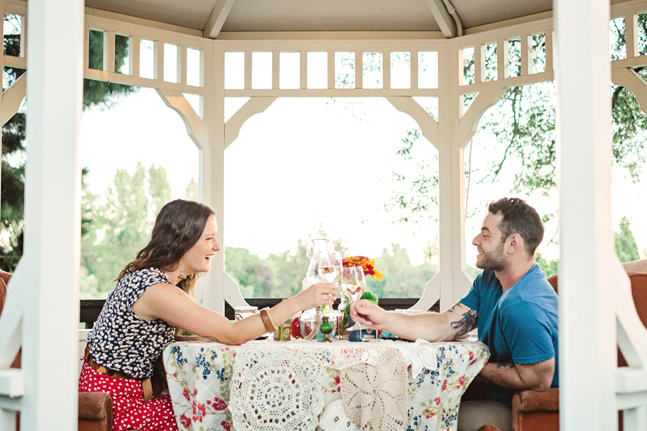 couple picnic pavilion| Photo: White Ivory Photography | via http://emmalinebride.com/real-weddings/hipster-engagement-session-what-does-one-look-like/