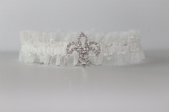 bridal garter fleur de lis via Where to Measure for a Garter from EmmalineBride.com