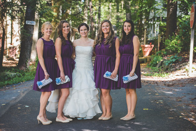 bride and bridesmaids with clutches