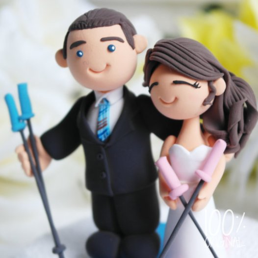 cake topper skiing couple 1